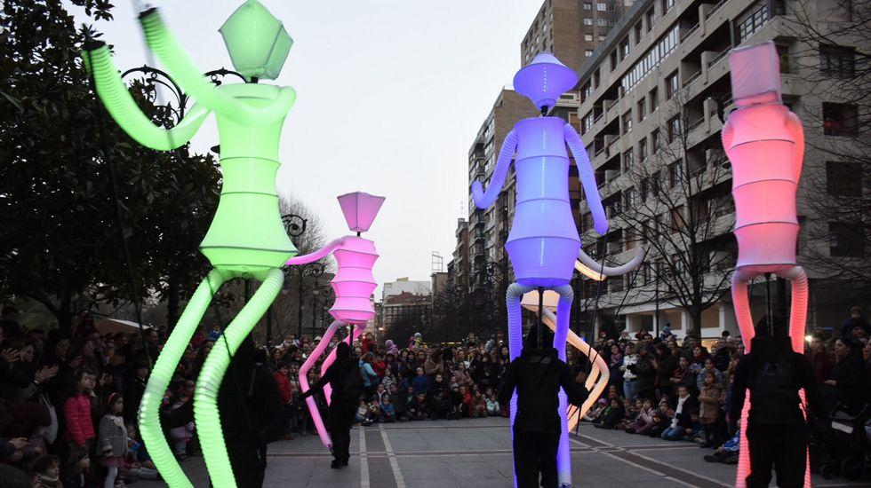 Los días y las noches del LEV 2018.Una actividad de la feria FETEN en las calles de Gijón