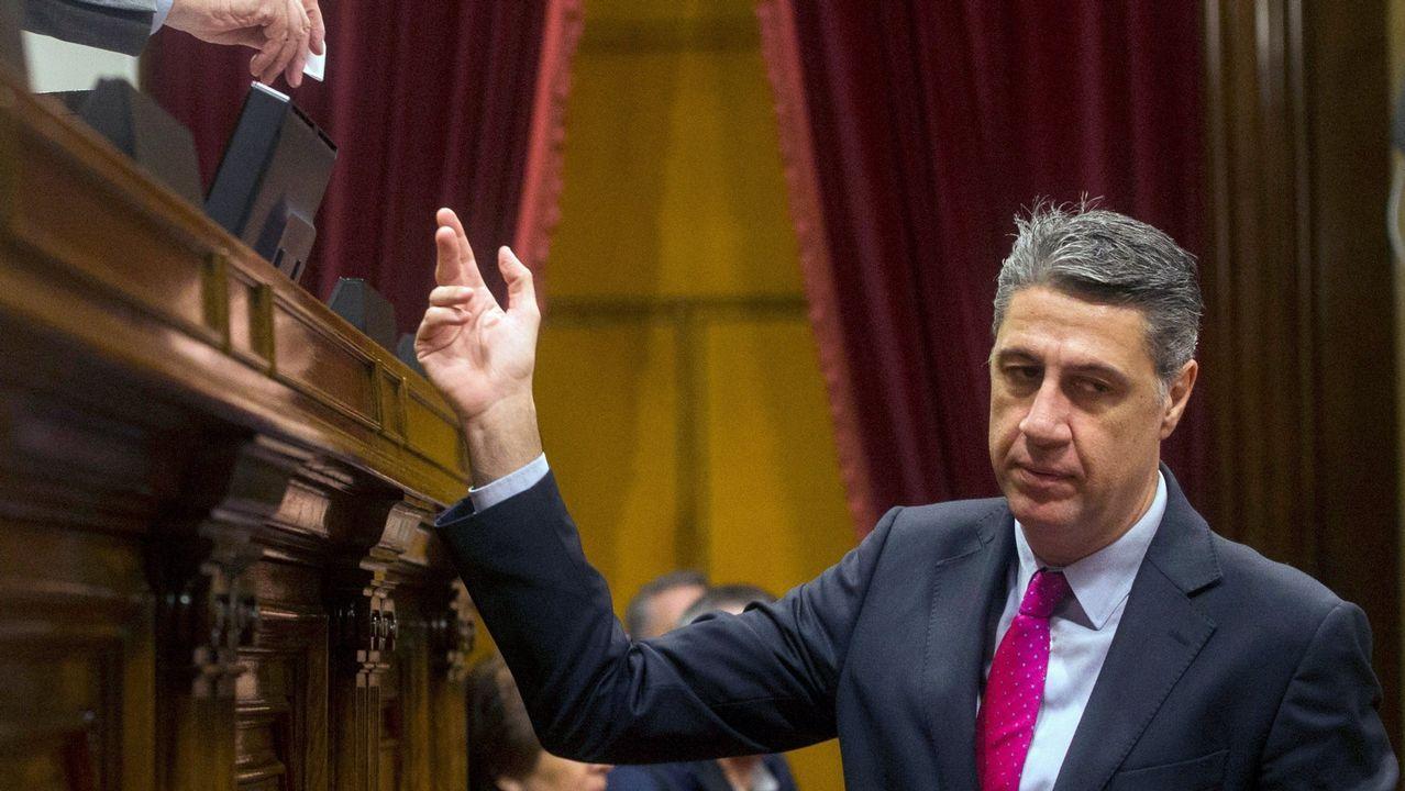 Colau desvela su conversación con Felipe VI.Carles Puigdemont y el presidente del Parlament, Roger Torrent, durante una reunión en Belgica el pasado miercoles