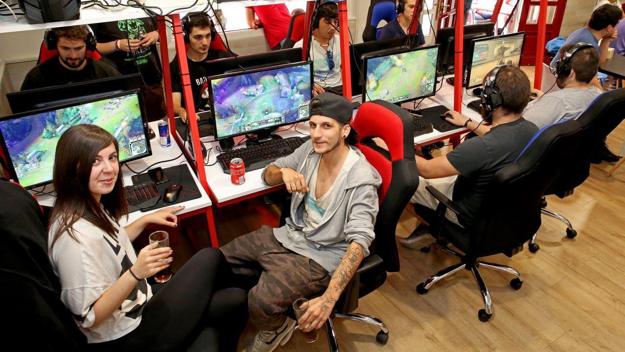 .El bum de la industria de los videojuegos ha dado lugar a la aparición de los llamados bares de «gaming», como La Grieta de Vigo (en la imagen)