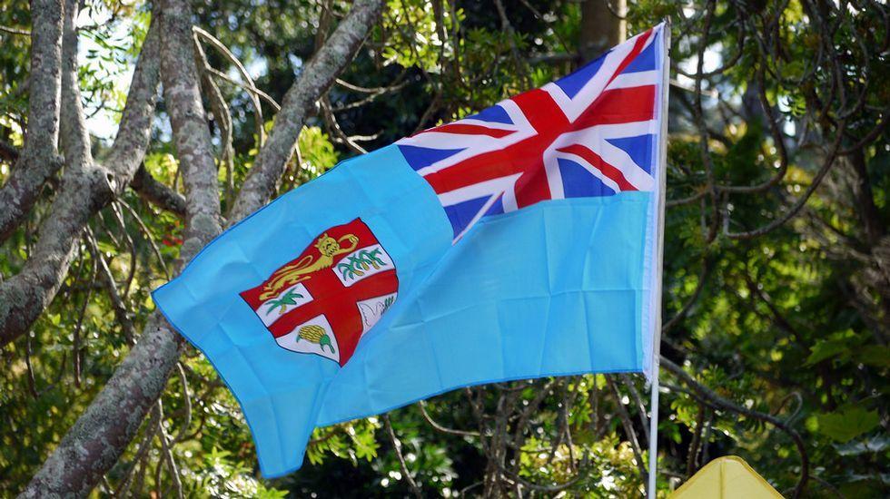 .A bandeira das illas Fixi contén símbolos naturais
