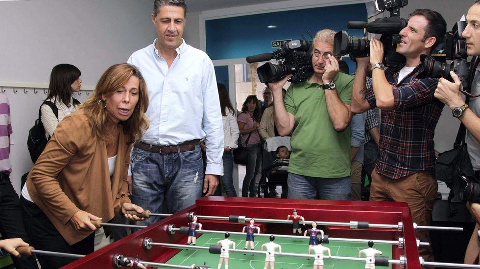 .La sustitución de Sánchez-Camacho por Albiol, que ayer jugaban al futbolín en Barcelona, no frenará la caída del PP en Cataluña, que podría convertirse en la quinta fuerza política, según las encuestas.