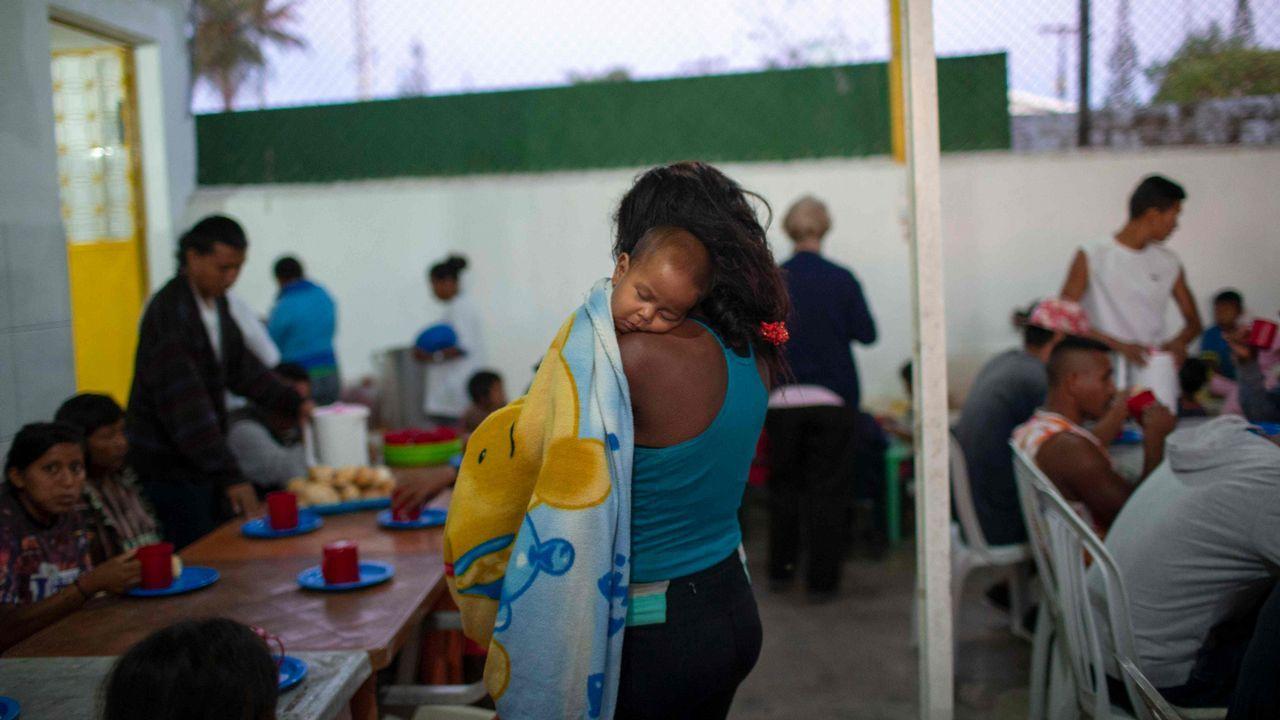 Las imágenes del éxodo en Venezuela.Dos niños venezolanos en la frontera de Perú