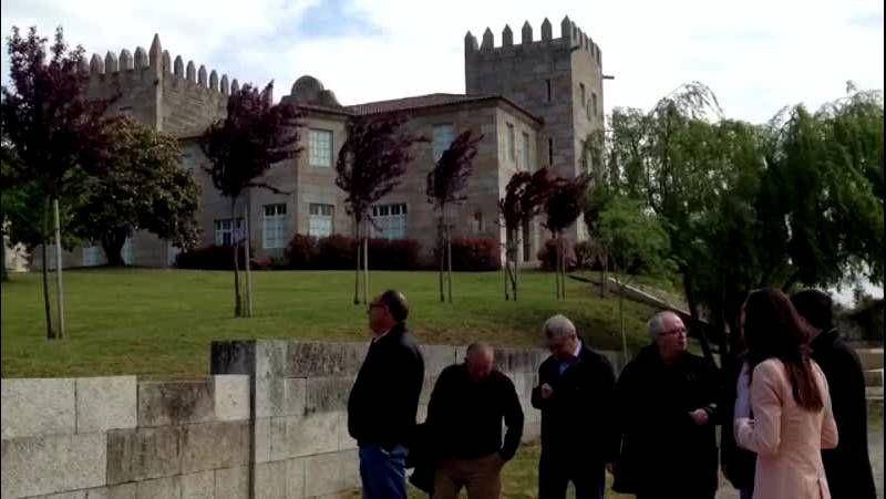 El cocinero Juan Mari Arzak visitó las instalaciones que tiene la bodega Condes de Albarei en Pazo Baión.
