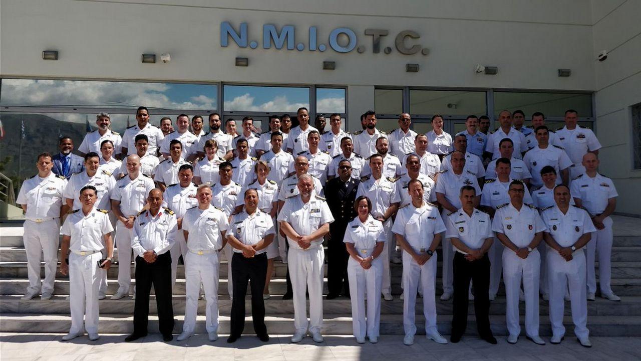 .Dotación del patrullero Atalaya, en Grecia