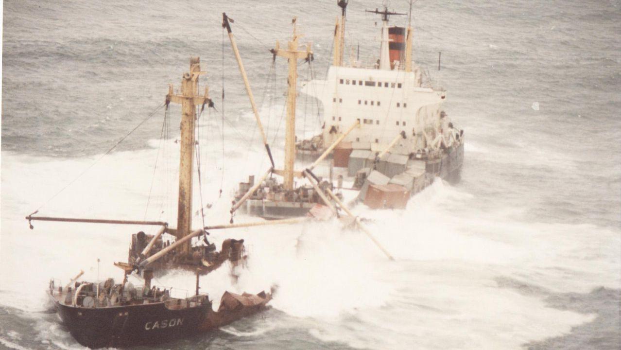 El Casón, poco antes de hundirse por completo tras explosionar el 10 de diciembre del 1987