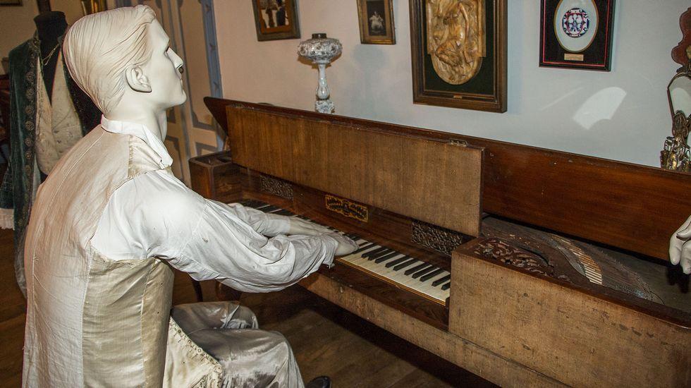 Pianoforte en el salón del mediodía