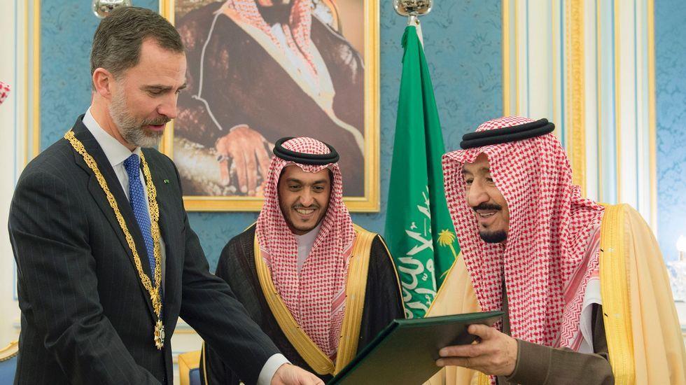 El Rey de Arabia Saudí concede a Felipe VI la máxima condecoración.