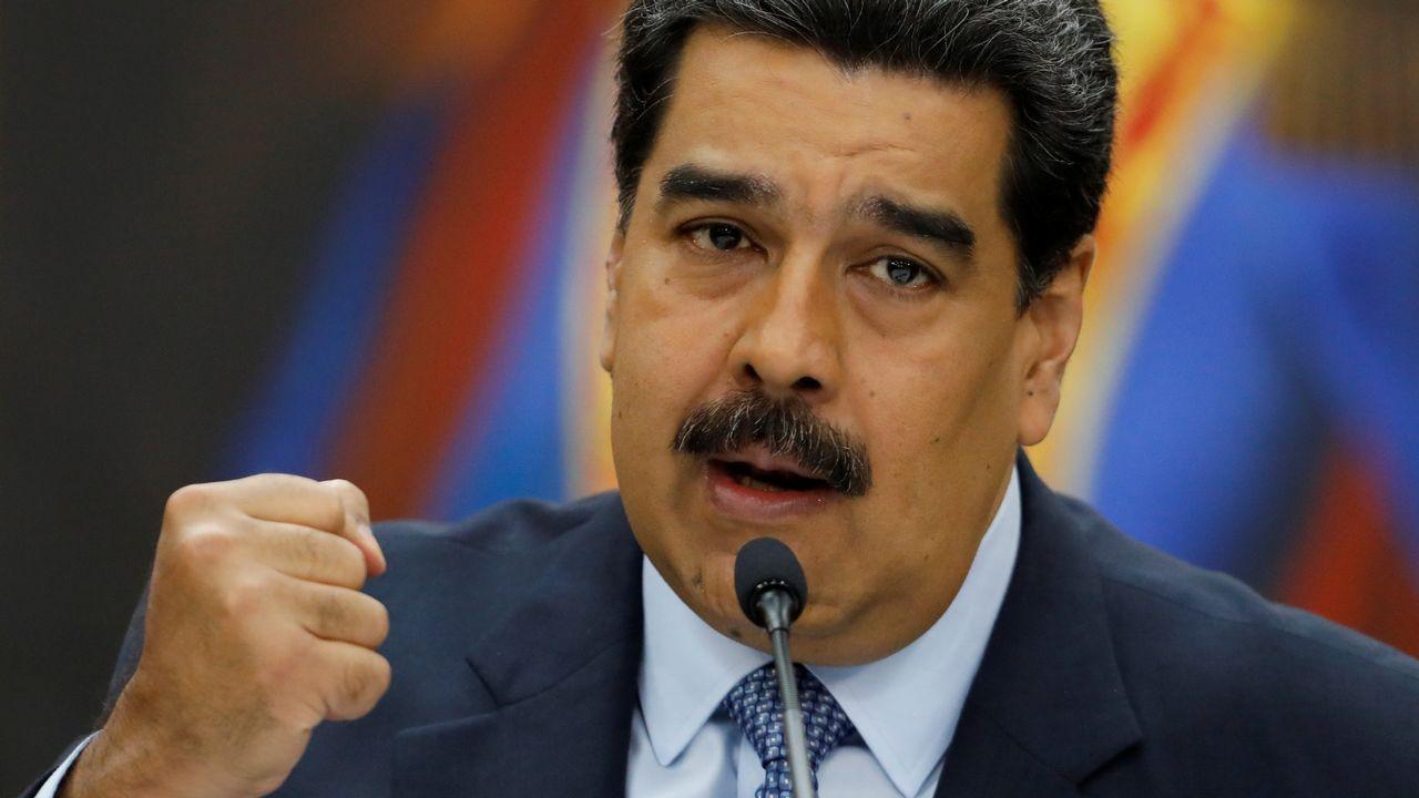 Máxima tensión en Venezuela tras proclamarse Guaidó presidente.Maduro, durante una rueda de prensa celebrada antes de su jura