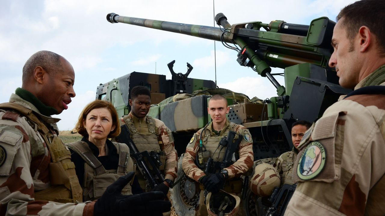 La ministra de Defensa francesa, Florence Parly, estuvo con los soldados galos que apoyan a los kurdos en la ofensiva en Siria