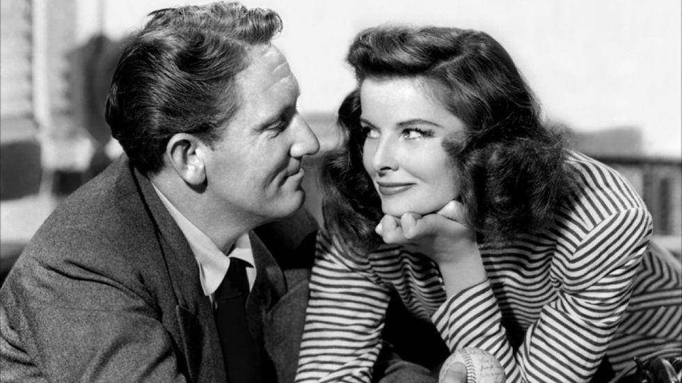 Inside Out.Katherine Hepburn y Spencer Tracy se conocieron en el film «La mujer del año» (1942). Su amor parecía imposible y ella aceptó ser su amante, aun sabiendo que nunca se divorciaría, hasta la muerte de Spencer en 1967.