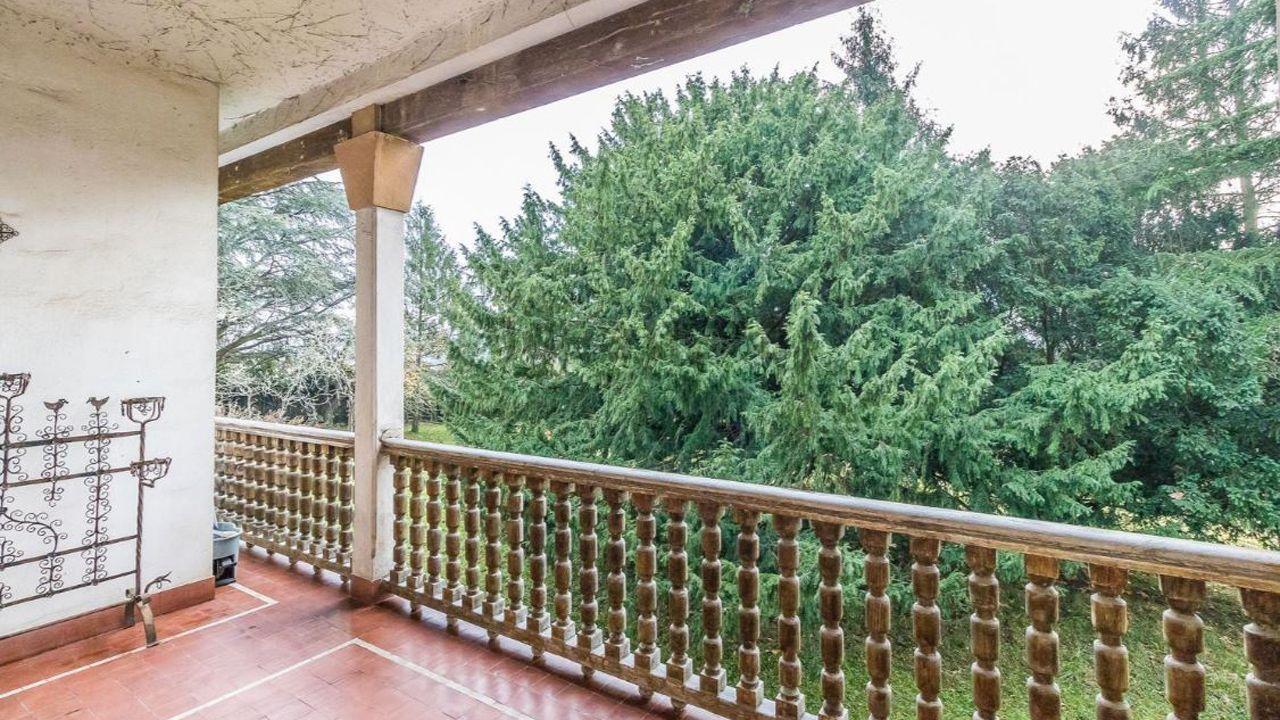 Vista desde una terraza de la casa en San Cucao (Llanera) que vende la familia Franco por cinco millones de euros
