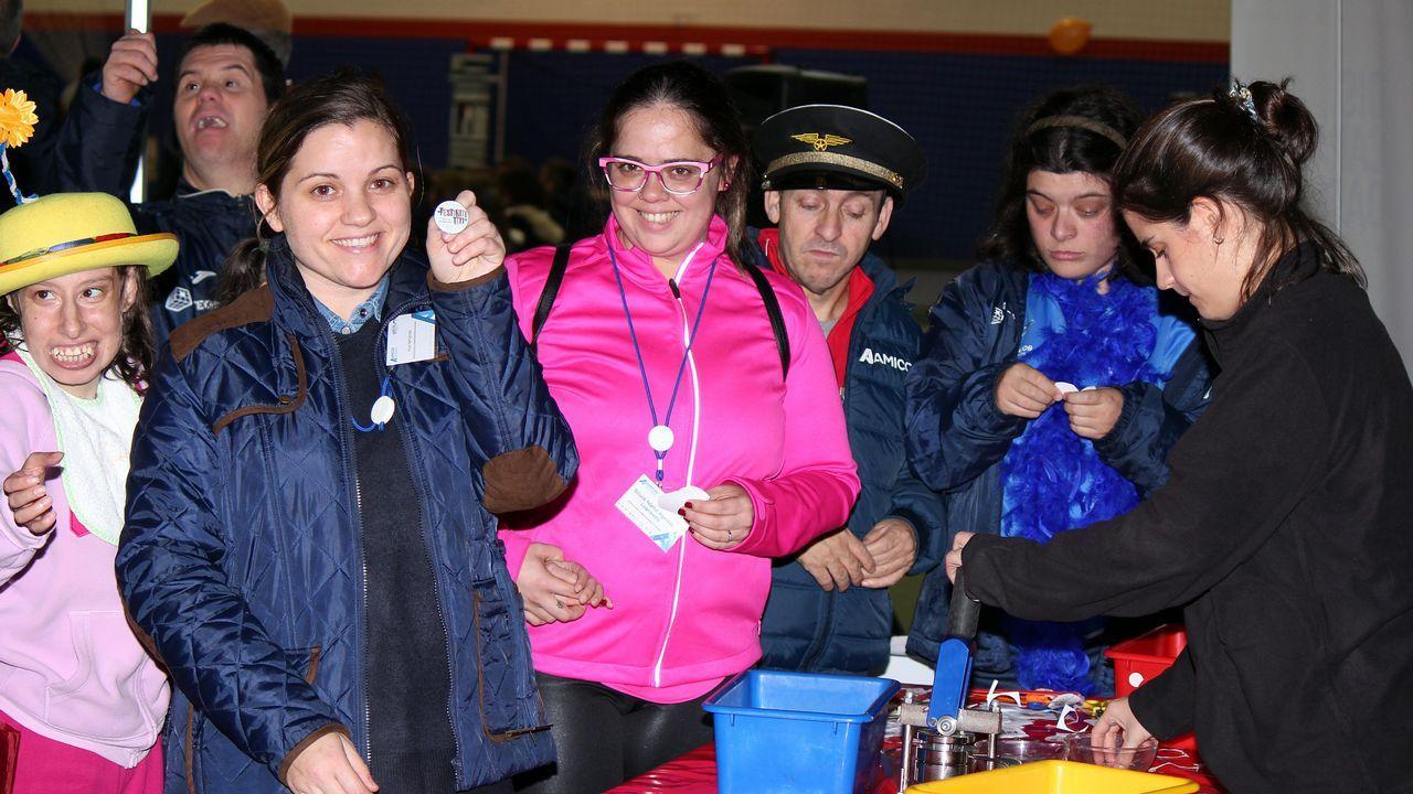 fiesta de la asociacion Amicos con motivo del día internacional de las personas con diversidad funcional