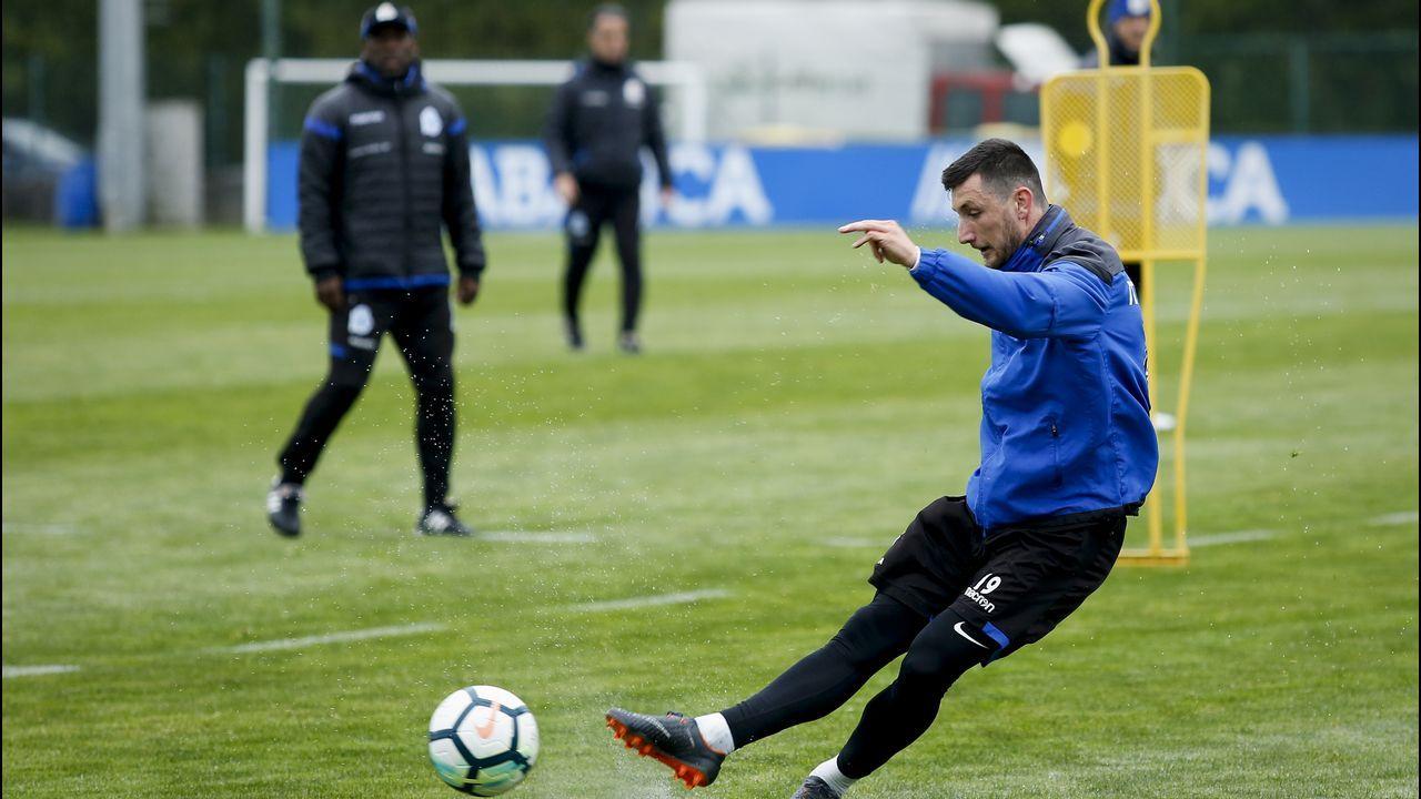 Las imágenes del Dépor - Málaga.El Deportivo necesitará una racha casi perfecta de victorias cuando apenas quedan siete jornadas para el final