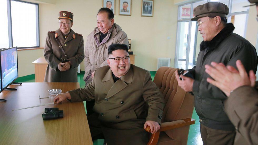 El despliegue bélico de Corea del Norte.Kim Jong-un, en las pruebas del nuevo motor para misiles