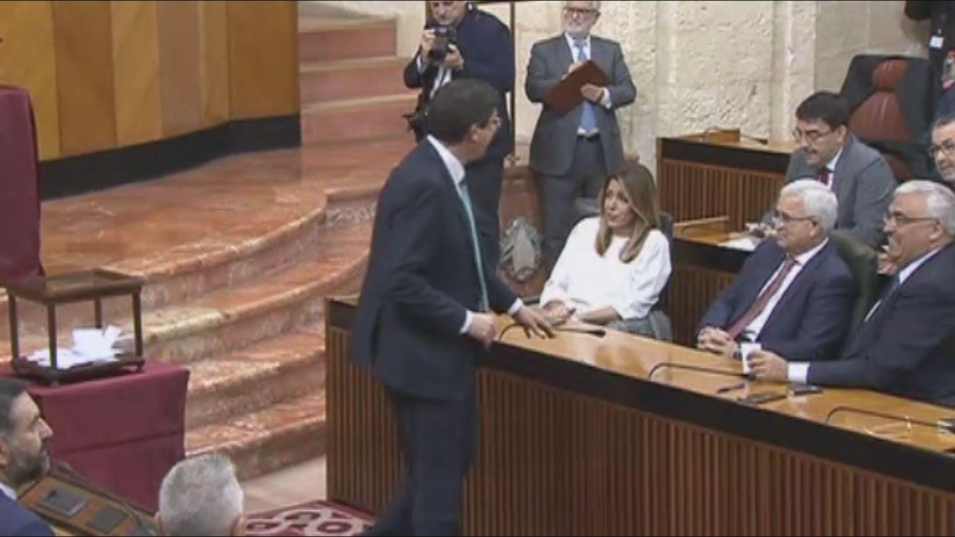Feministas de toda Andalucía se concentran ante el parlamento andaluz.Moreno pidió este viernes a Ciudadanos y a Vox que abandonen tacticismos para no frustrar el cambio