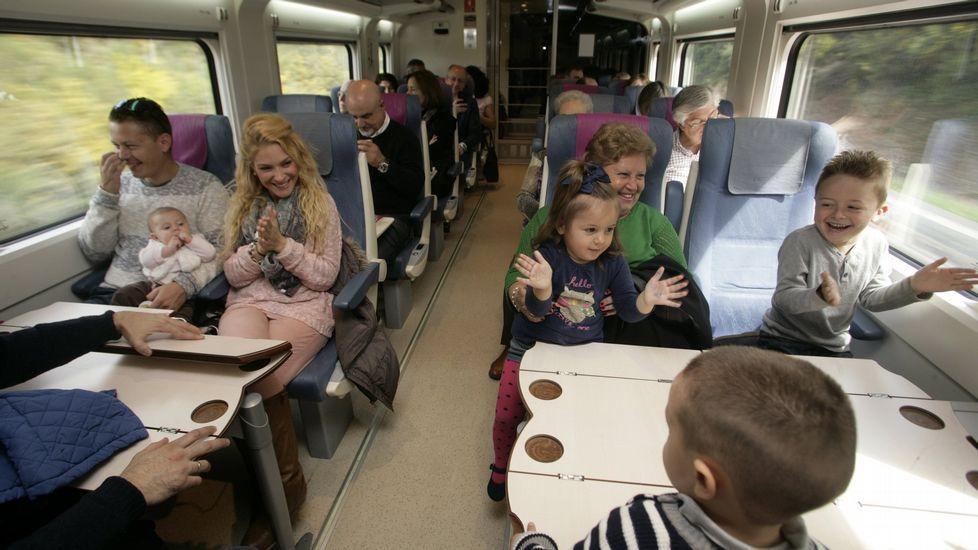 Viaxar en transportes colectivos, como o autobús ou o tren, contribúe a aforrar enerxía