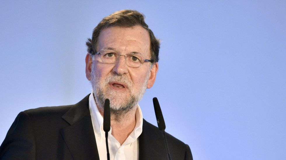 «Uno prefiere volver a Siria y morir a esto».Pedro Sánchez, en la imagen con el presidente de la Academia de Cine, Antonio Resines, se comprometió a rebajar el IVA cultural del 21 % al 10 %, porque «España no puede ser una anomalía en Europa».
