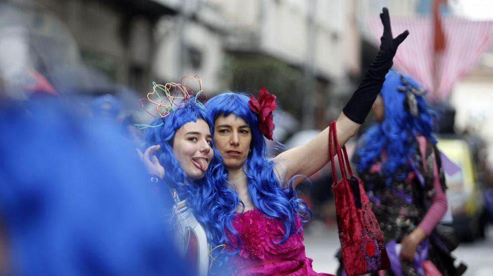 El mal tiempo no hizo desaparecer el buen humor en el desfile de comparsas de Monforte
