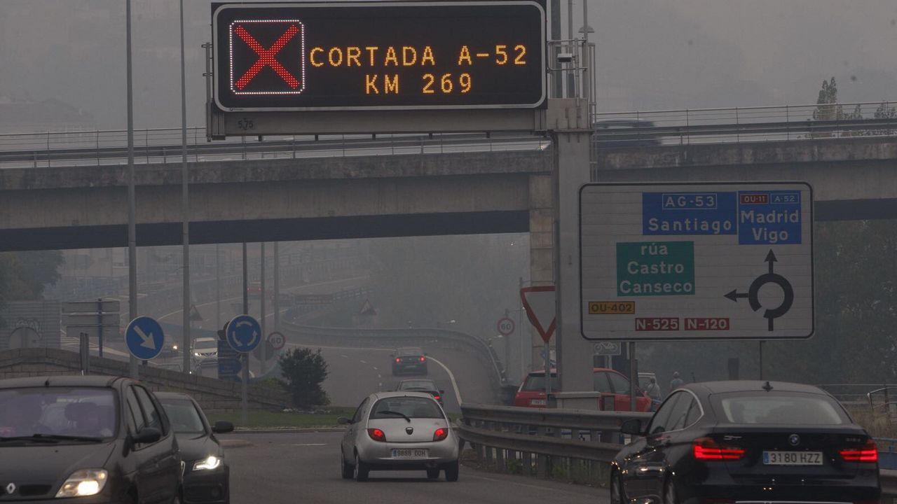 Humo en Ourense. Aviso por corte de carreteras