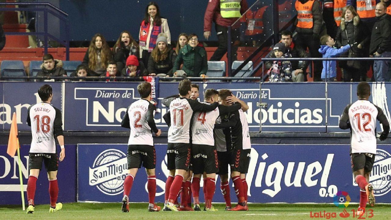 Los jugadores del Nàstic celebran uno de sus goles a Osasuna