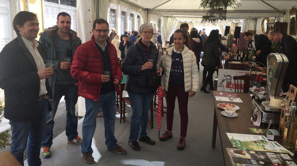 Las imágenes de la Feria de Anticuarios de Sarria.