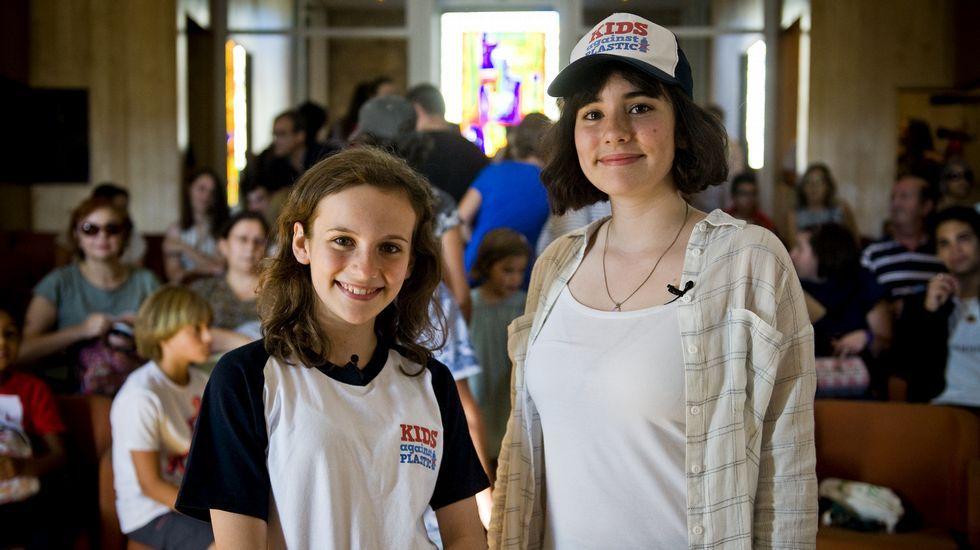 As irmás Amy e Ela Meek, impulsoras da campaña para recoller refugallos de plástico do mar
