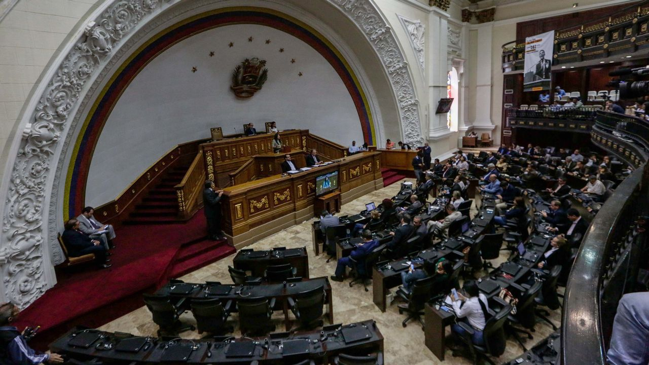 La oposición denuncia un asalto al Parlamento de Venezuela durante la madrugada