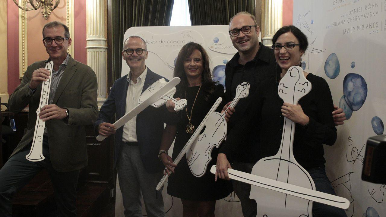 De la Sinfónica de Galicia a la calle Real.La violinista de 15 años María Dueñas debuta con la OSG este jueves en Pontevedra y el viernes en A Coruña