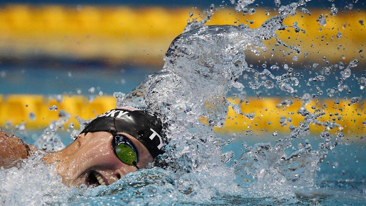 La nadadora estadounidense Katie Ledecky compite en el evento femenino de 800 metros estilo libre del Pan Pacific Swimming Championships 2018 en Tokio