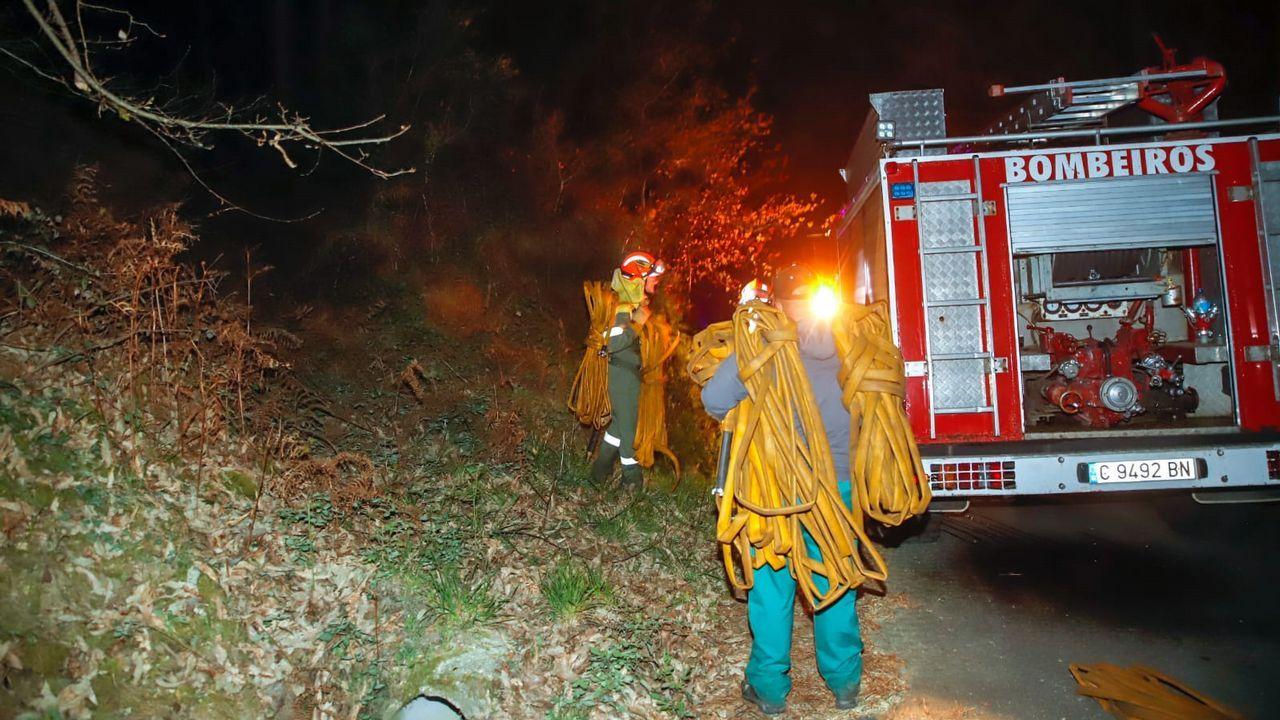 Incendio en Noia y Lousame
