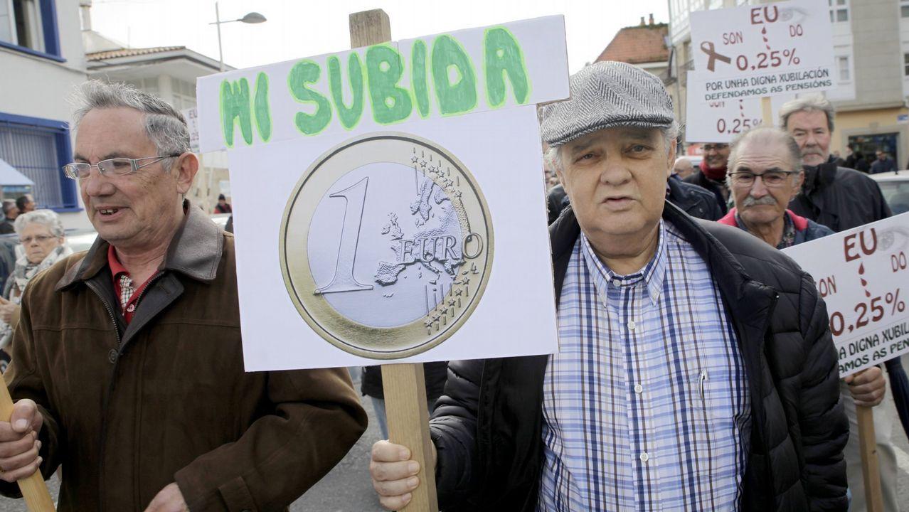 Pablo Casado se proclama nuevo presidente del Partido Popular.Manifestación de jubilados a favor de unas pensiones dignas