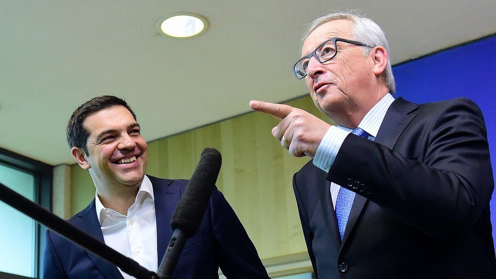 El presidente de la Comision Europea, Jean-Claude Juncker, junto al primer ministro griego, Alexis Tsipras