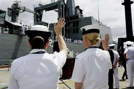 Despedida al «Cantabria» en el muelle de cruceros de Sídney.