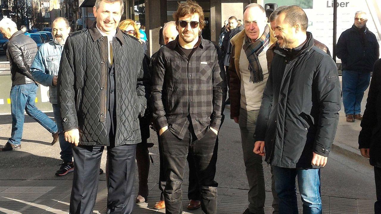 Dinero.Alonso, junto al alcalde de siero (derecha)