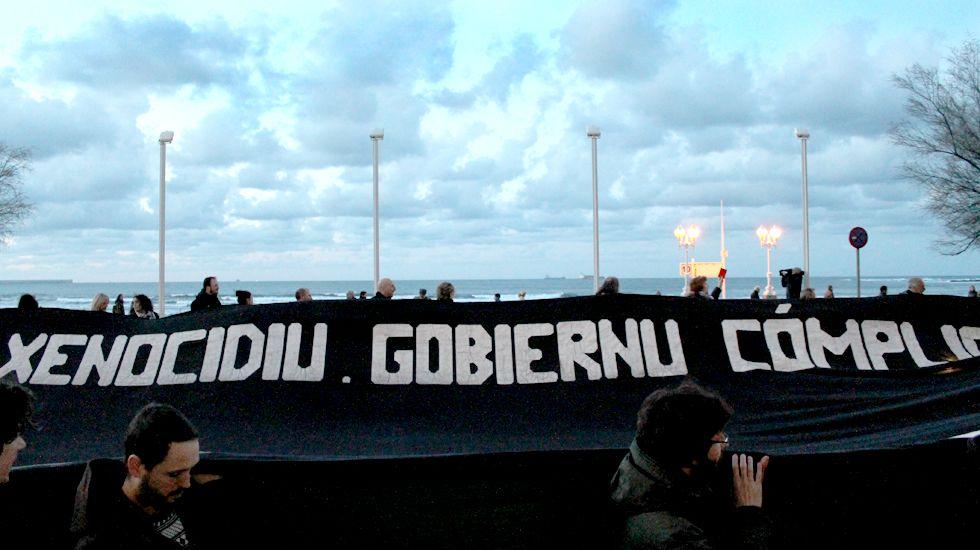 Rescate del velero francés frente a la costa de Gijón.Un momento de la manifestación de la Plataforma «Tarjeta Roja a Israel»