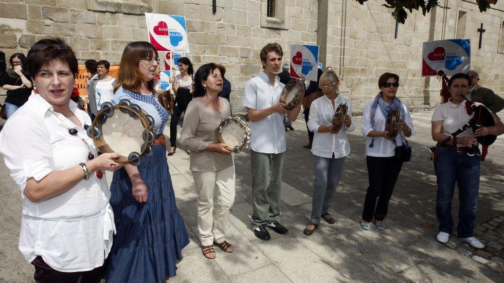 Una caminata en imágenes por la Devesa da Rogueira.Concentración organizada pola plataforma Queremos Galego na praza das Clarisas de Monforte no 2011, coincidindo co Día das Letras Galegas dedicado a Lois Pereiro