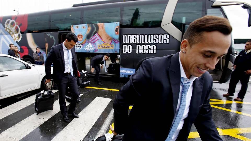 Sonrisas en el regreso a Vigo.Radoja participó con normalidad en la leve sesión de trabajo y Berizzo cuenta con él.