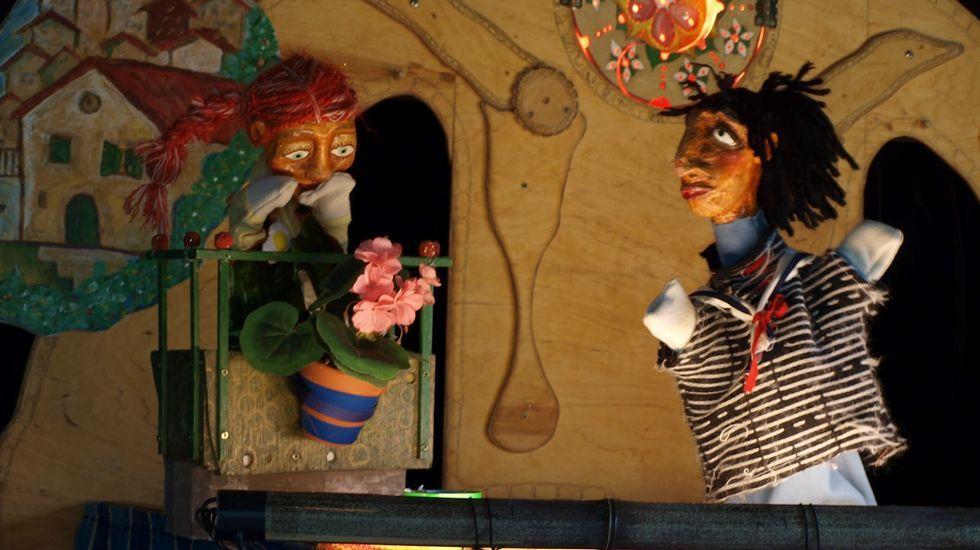 Una caminata en imágenes por la Devesa da Rogueira.Mercado temático de flores y libros en la plaza de abastos monfortina, en una imagen de archivo