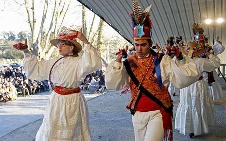 Figurantes con ropa histórica en la fiesta de Salceda.