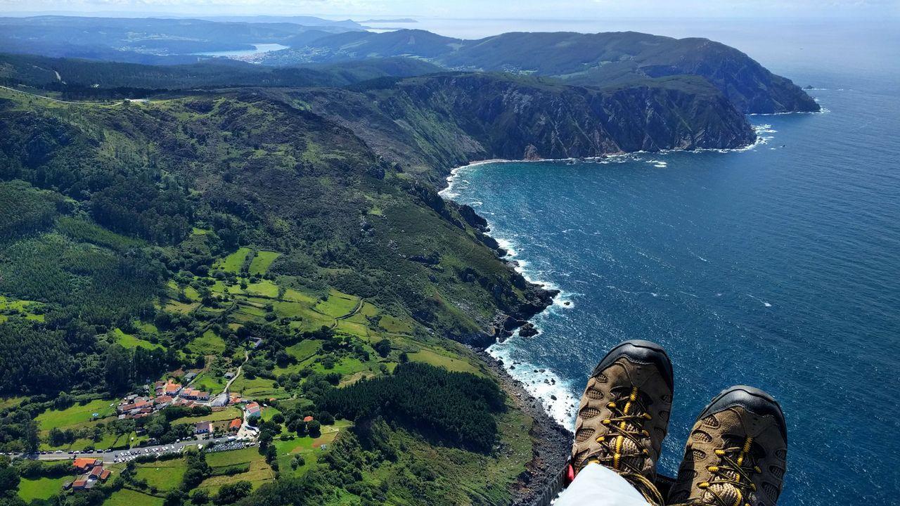.Vista aérea de San Andrés de Teixido y los acantilados, Cedeira