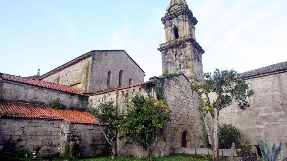 Monasterio de Oia. Situado a la orilla del mar estuvo ocupado por monjes de la Orden del Cister.