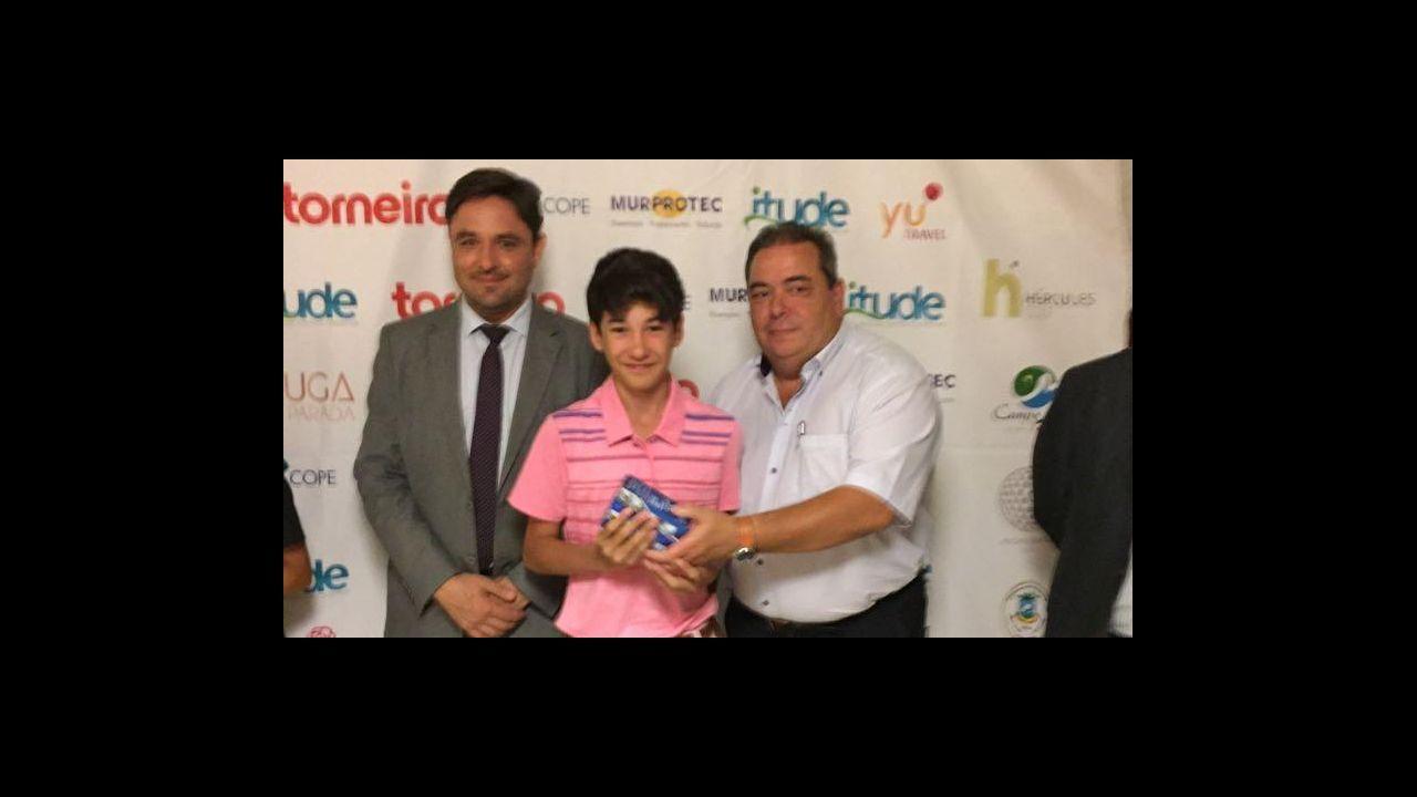 Carlos Hernandez Jony Real Oviedo Sporting derbi Carlos Tartiere.Guillem Boscana, en el medio de la imagen