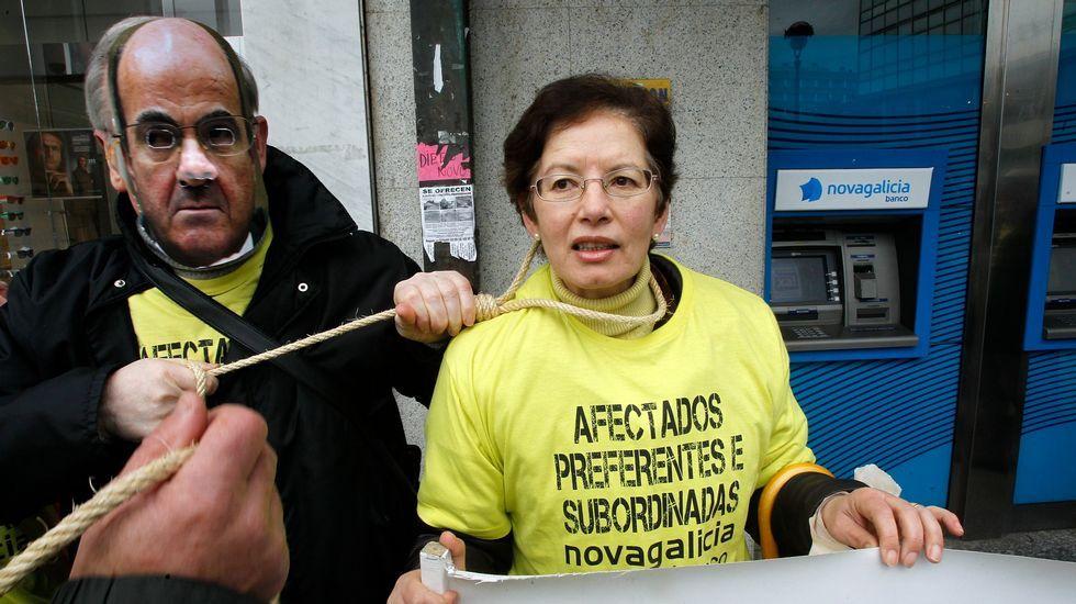 Protesta en los juzgados de Vigo.La plataforma de A Coruña se presentó con una concentración en el obelisco.