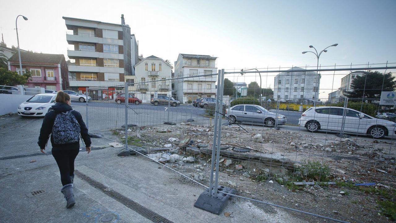 El Oriana, entrando en el puerto de A Coruña.VIADUCTO DE LA RONDA DE NELLE CON AVENIDA DE FINISTERRE .