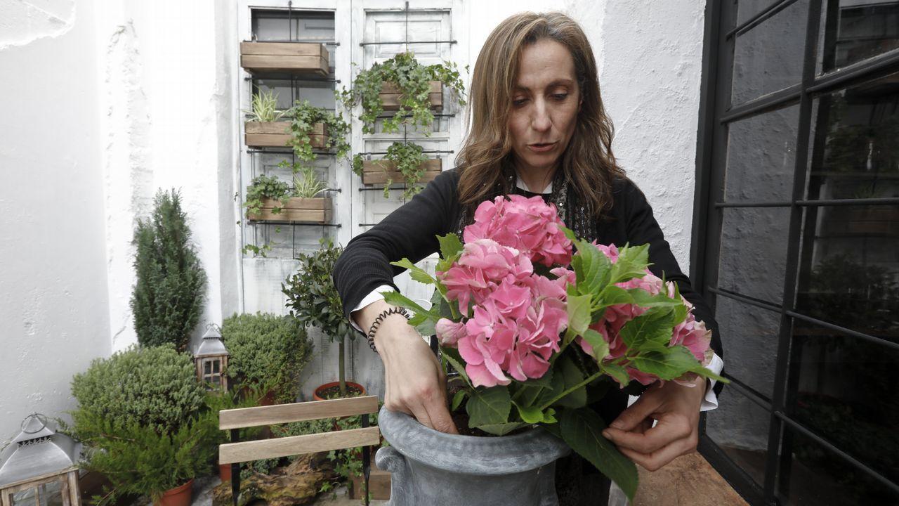 Miguel Ángel Rodríguez, que regenta un albergue en Fonfría, Pedrafita, rehabilitó su casa siguiendo la normativa del Camino