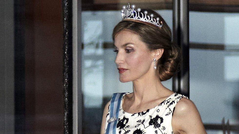 La reina Letizia estrenó la tiara «Princesa» que le regaló el rey Felipe en el año 2006.