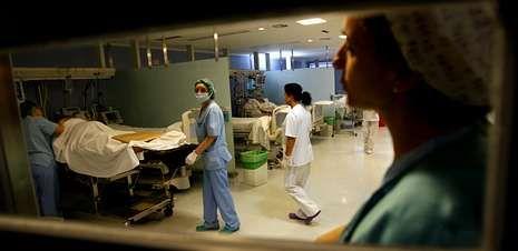Una política polémica.Imagen del área de reanimación del hospital Meixoeiro, una de las zonas críticas que se verán afectadas con la reducción de plazas.