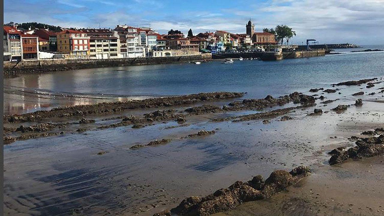 Refuerzo de la caseta de Salvamento Marítimo de la playa de San Lorenzo de Gijón.La playa de La Ribera, en Luanco.