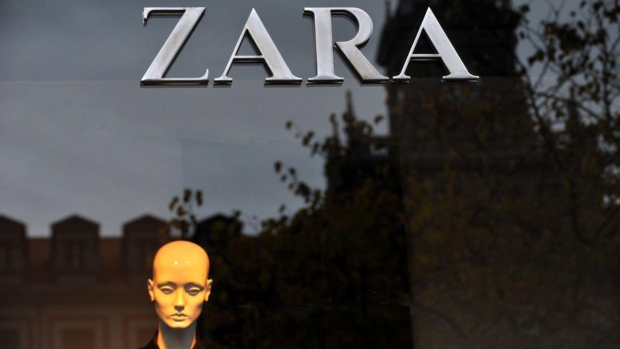 El único Zara de Ferrol se encuentra situado en la calle Real, a la altura de la plaza de Armas.