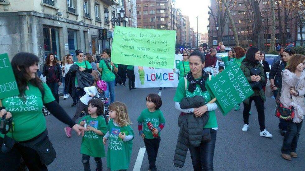 Los educadores de las escuelas de 0 a 3 años, en una protesta en Oviedo.Los educadores de las escuelas de 0 a 3 años, en una protesta en Oviedo
